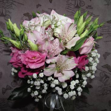 Булчински букет в розови нюанси