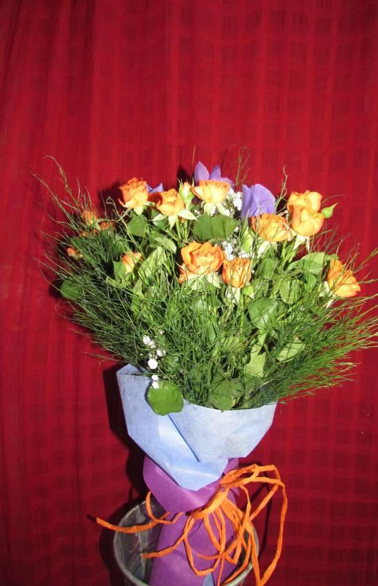 Букет в оранжево и лилаво