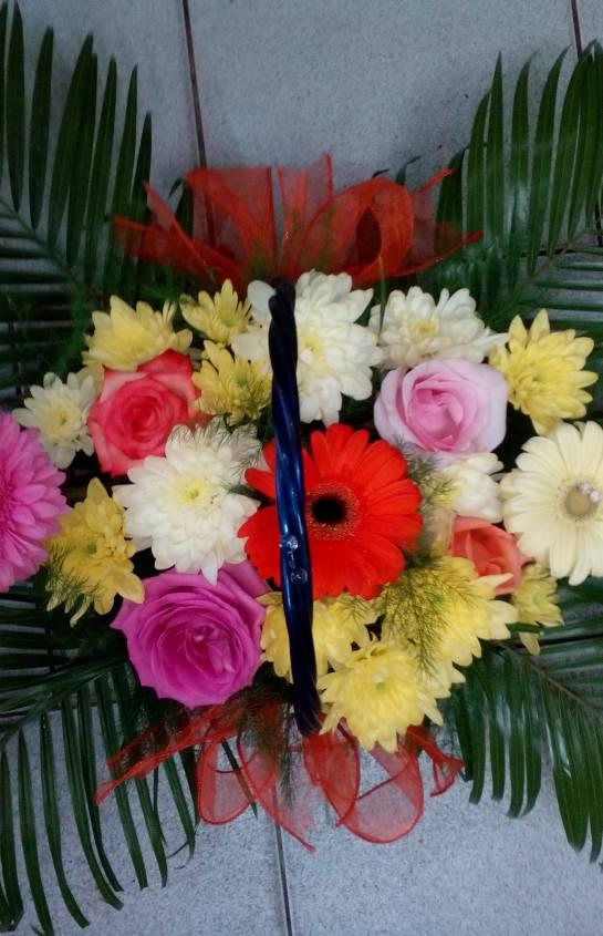 Цветя в кошница